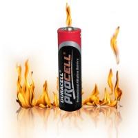 ساخت آتش توسط یک باتری قلمی